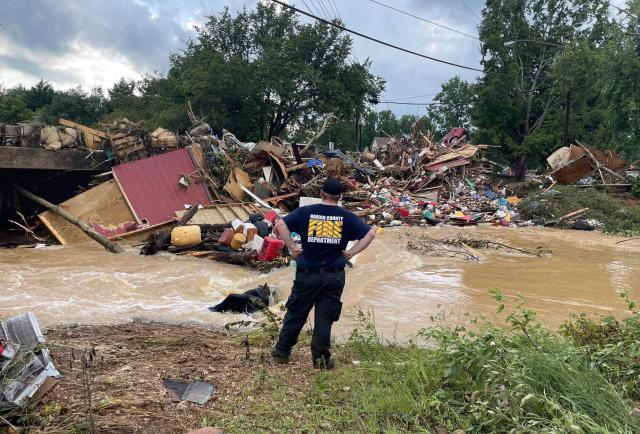Al menos 16 muertos por devastadoras inundaciones en Tennessee