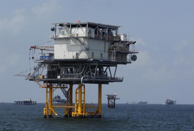 Cinco heridos dejan incendio en una plataforma petrolera en el Golfo de México