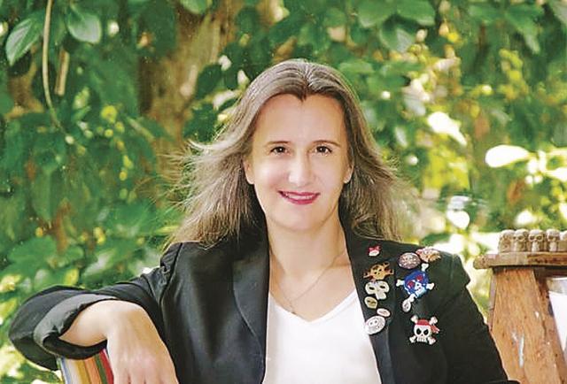 'Ferox Lux, Luz Feroz', la esencia íntima de la pluma de Mónica Miguel Franco