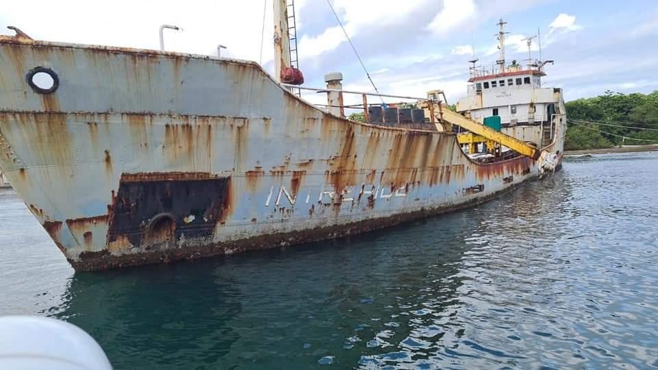 Identifica 8 embarcaciones abandonadas en la costa de Colón