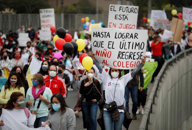Padres exigen reapertura de escuelas en Perú
