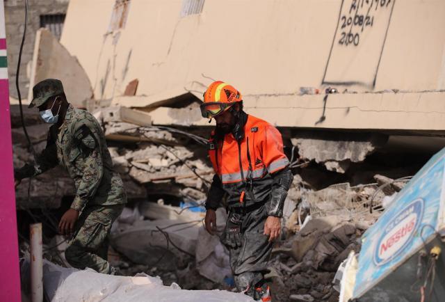 Topos mexicanos buscan sobrevivientes del terremoto de Haití con un escáner