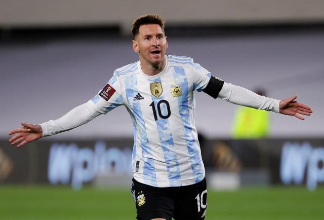 Con el triplete de Messi, que bate récord de Pelé, Argentina supera a Bolivia