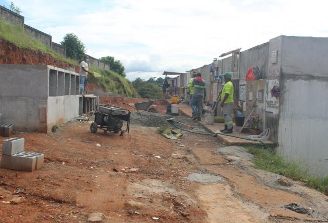Construyen nuevas bóvedas en el cementerio de la Chorrera por muertes por covid-19