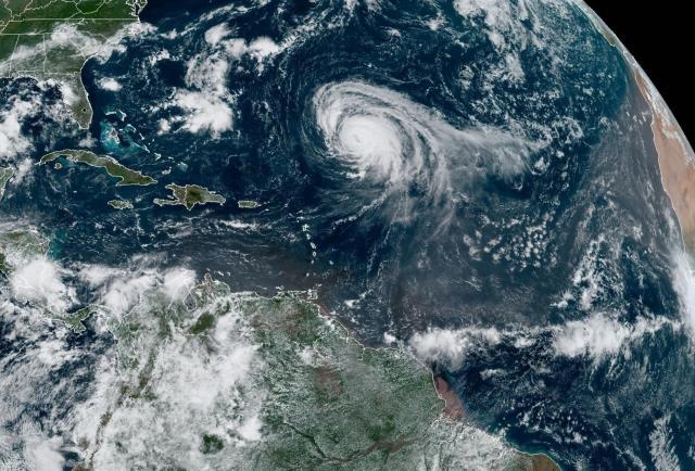 El huracán Larry cruza el Atlántico y rozará las Bermudas el jueves