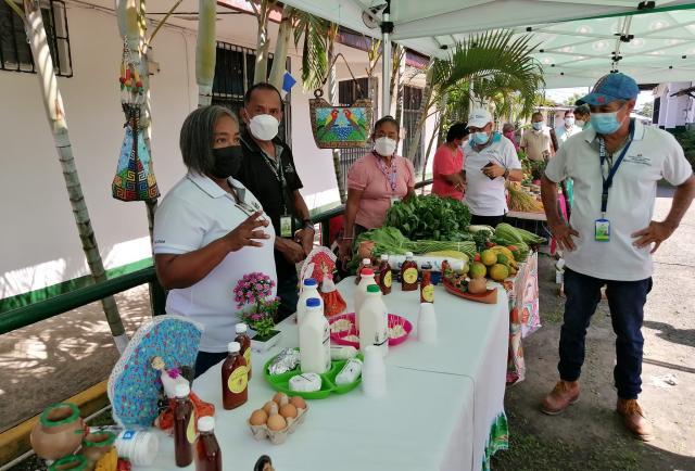 Fomentan la comercialización de productos locales de agricultura familiar en Panamá