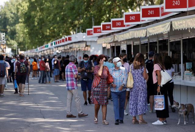 Hartos de la pandemia, los lectores vuelven a la Feria de Madrid hambrientos de libros