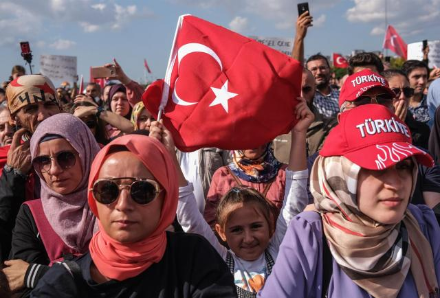 Una protesta contra las vacunas reúne a 20.000 personas en Estambul