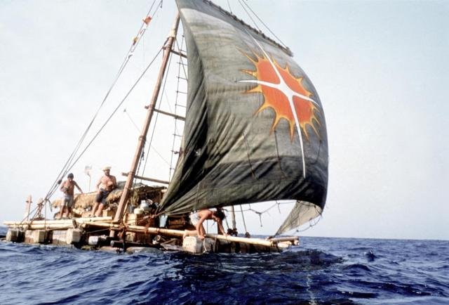 el viaje en balsa de un hombre hacia sus sueños