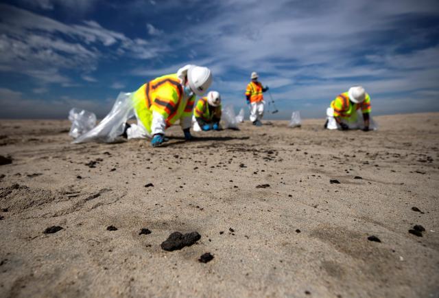 El derrame de petróleo revitaliza la lucha contra los combustibles fósiles en Estados Unidos.