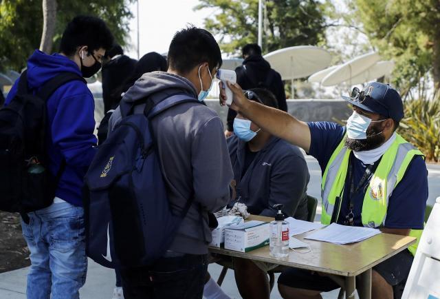 Florida anuncia más sanciones por exigir el uso de máscaras en las escuelas
