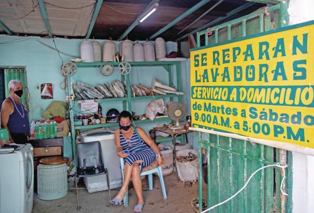 La economía cubana busca oxígeno en las mipymes