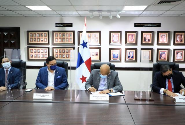Moreno, Brown y Miranda toman posesión como magistrados principales del Tribunal Administrativo Tributario