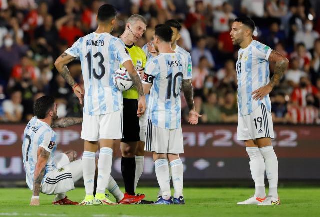Paraguay detiene a Argentina que tenía un Messi desenchufado