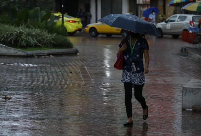 Sinaproc anuncia advertencia de prevención por lluvias y oleaje y oleaje